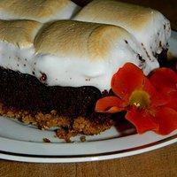 Brownie na maślanym spodzie z piankami marshmallows