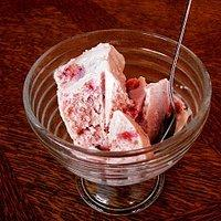 Sernikowe lody truskawkowe