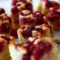 Ucierane ciasto z agrestem o nucie cytrynowej