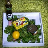 Czas powrotu, sałatka: szpinak + tuńczyk + feta
