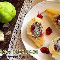 Gotowane w syropie piękne polskie gruszki zapiekane z żurawiną i serem z niebieską pleśnią