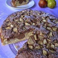 Czarno-białe ciasto z gruszkami