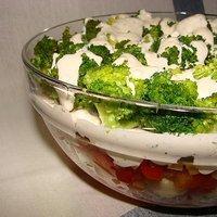 Salatka Warstwowa Z Brokulem Tortellini I Prazonym Slonecznikiem