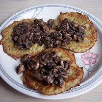 Bliny Ziemniaczane Z Sosem Pieczarkowym Przepisy Kulinarne