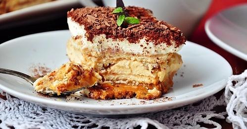 Ciasto Z Batonikami Lion Przepisy Kulinarne Mikser Kulinarny